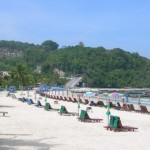 Berenang Sepanjang Hari di Patong Beach