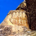 Ingin Melihat Ukiran-Ukiran Batu Manusia Purba? Kunjungi Gobustan, Azerbaijan